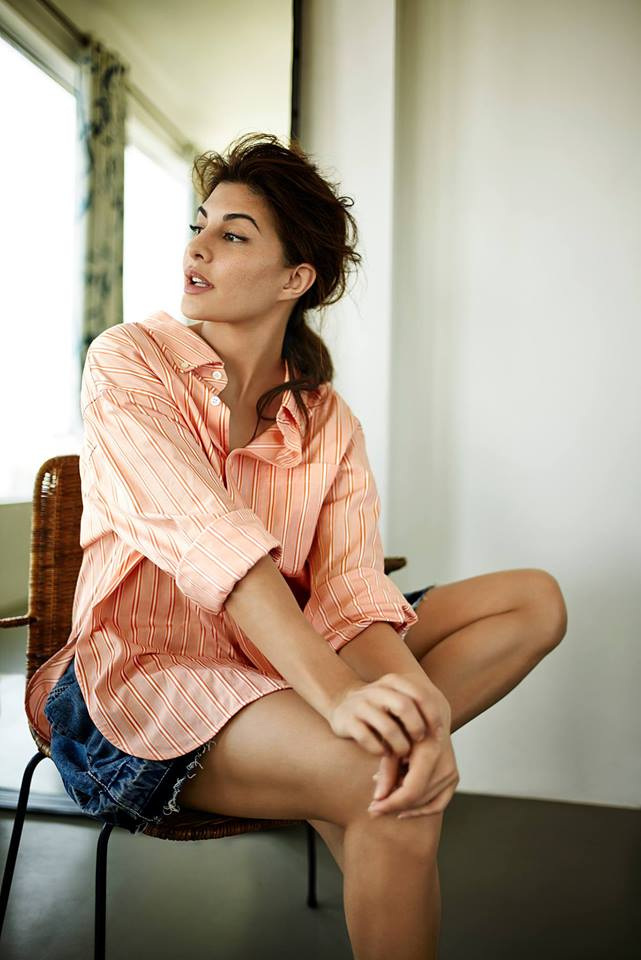 Jacqueline Fernandez Sexy Thigh Showing Pictures