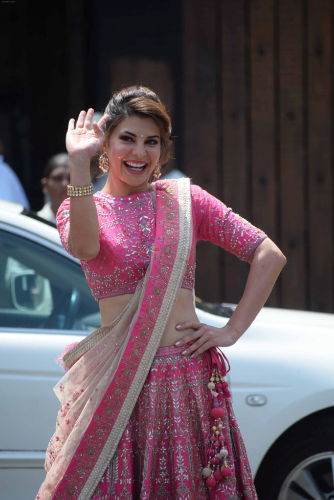 Jacqueline Fernandez Spicy Navel Pics In Saree