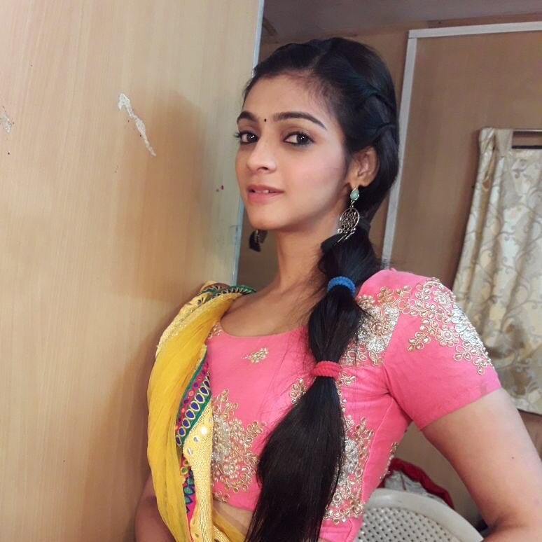 Jyotsna Chandola HD Pics In Short Clothes