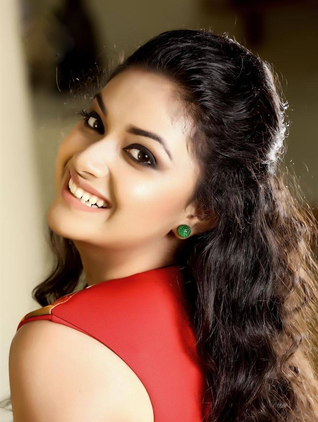 Keerthy Suresh Full HD Images For Profile Pics