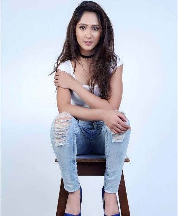 Krissann Barretto HD Pics In Jeans