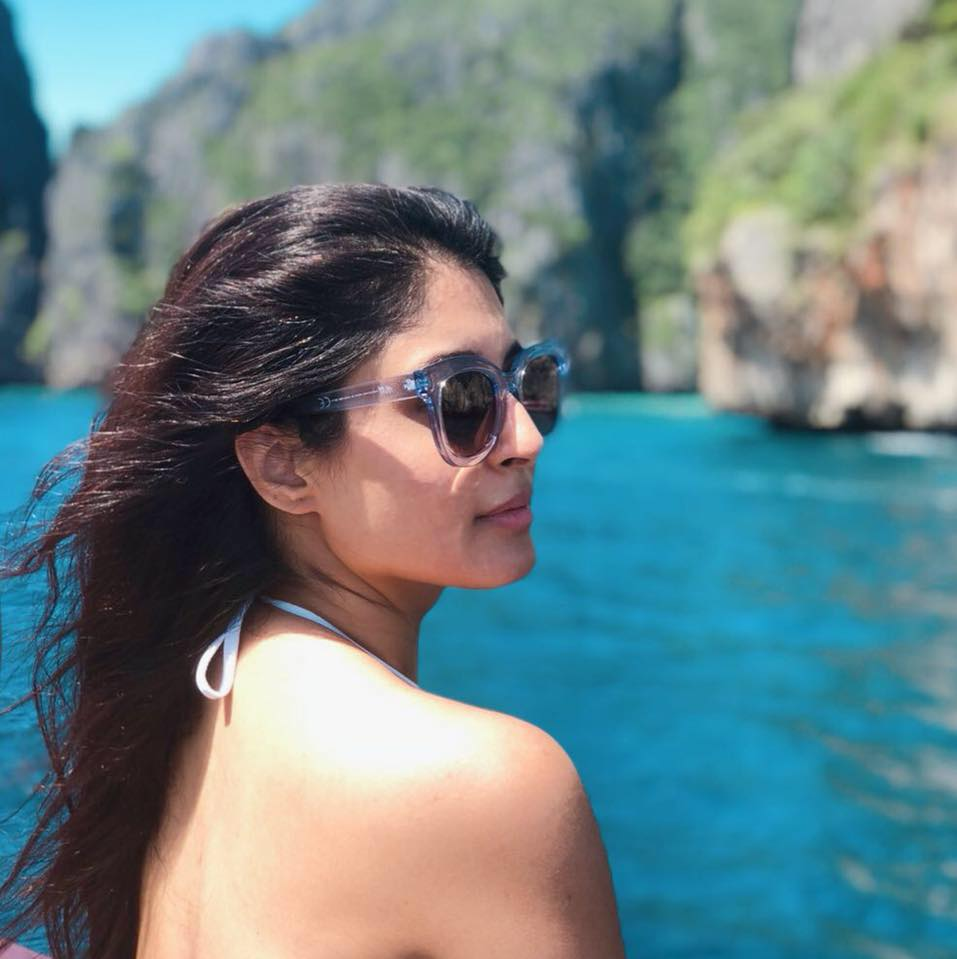 Kritika Kamra Hot Images In Backless Clothes