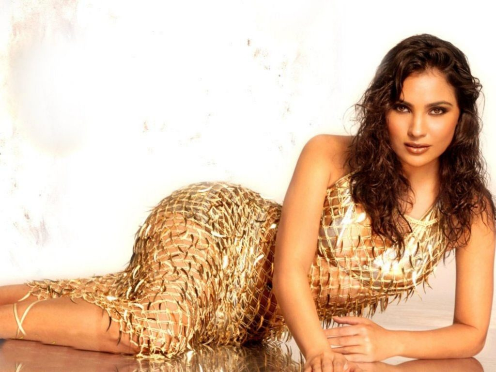 Lara Dutta Hot HD Wallpapers For Desktop