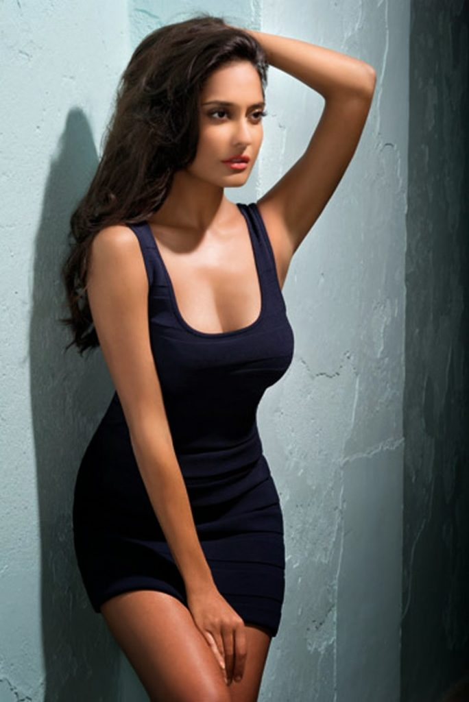 Lisa Haydon Hot & Cute Pictures Download