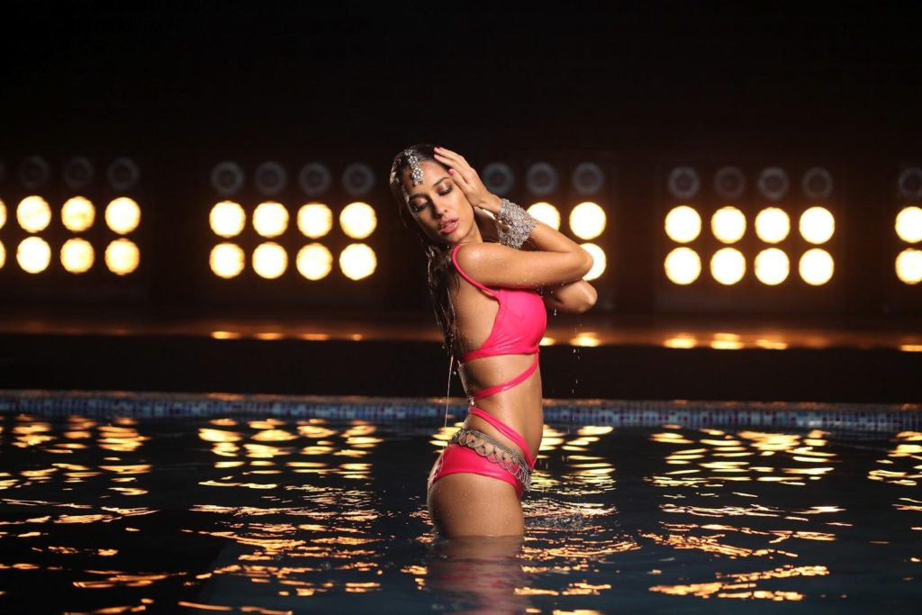 Lisa Haydon Latest Hot Swim Shoot Wallpapers Pics