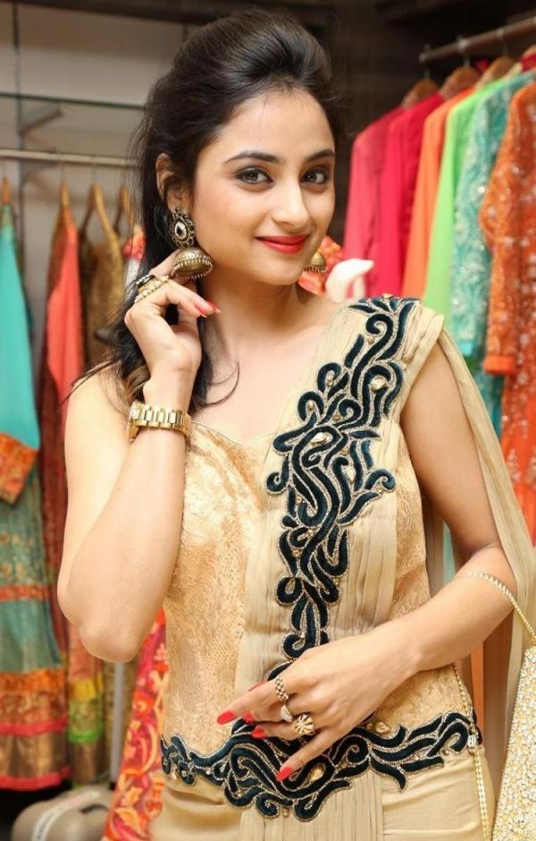 Madirakshi Mundle HD Pics Gallery