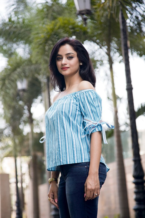 Madirakshi Mundle Hot Pictures In Jeans Top