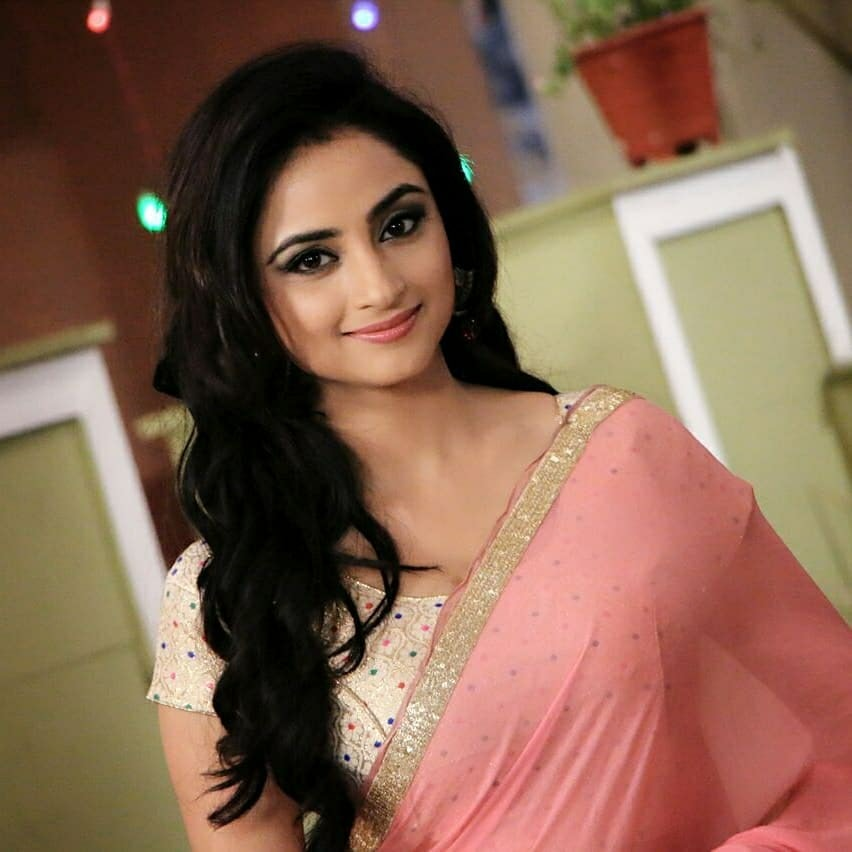 Madirakshi Mundle New Images In Saree