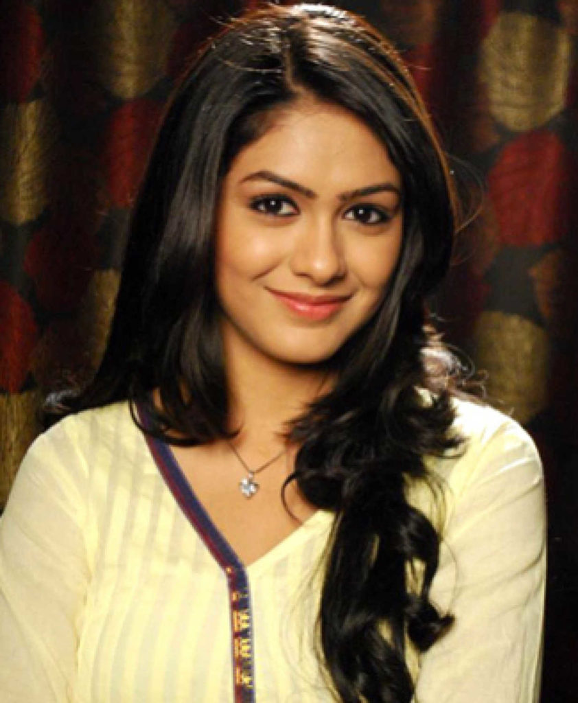 Mrunal Thakur Cute Smile Images