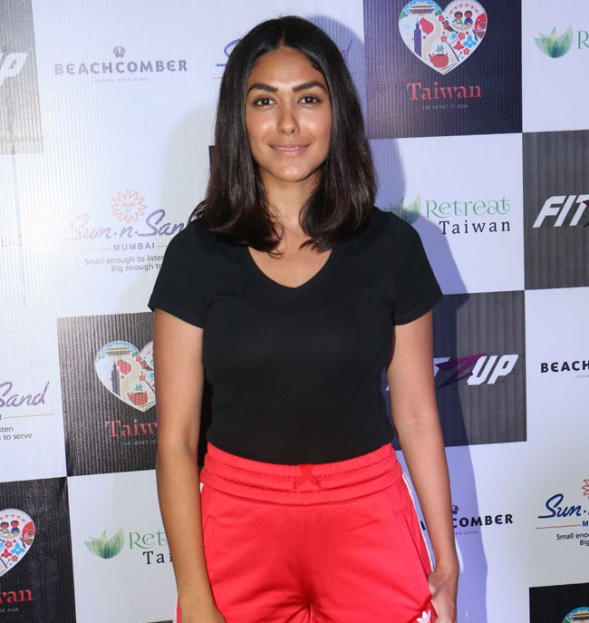 Mrunal Thakur HD Pics At Event
