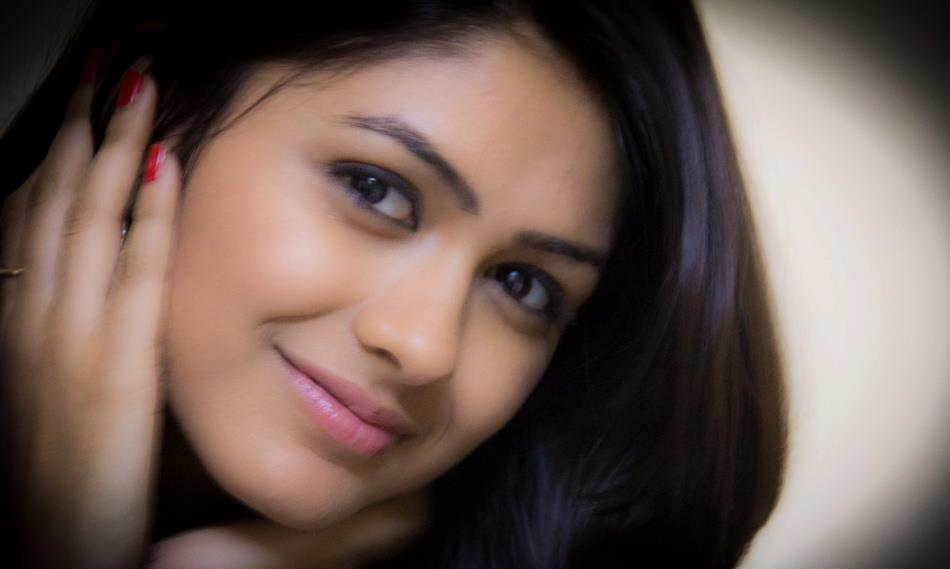 Mrunal Thakur New Photos