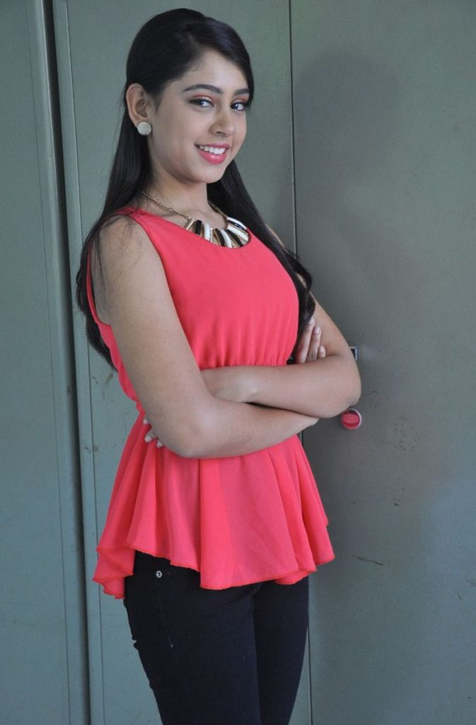 Niti Taylor Hot Boobs HD Unseen Pictures