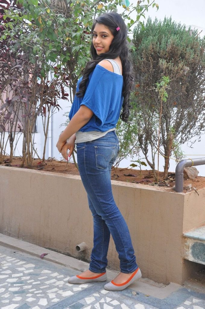 Niti Taylor Hot Look In Short Cloths