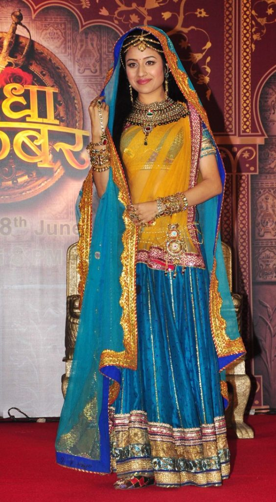 Paridhi Sharma Hot Saree Images Pictures