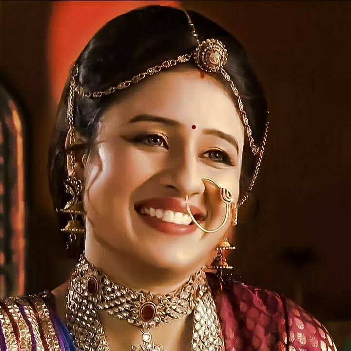 Paridhi Sharma Lovely Pics Download