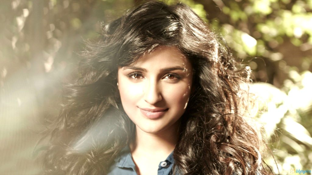 Parineeti Chopra Hot & Sizzling Pictures Pics HD