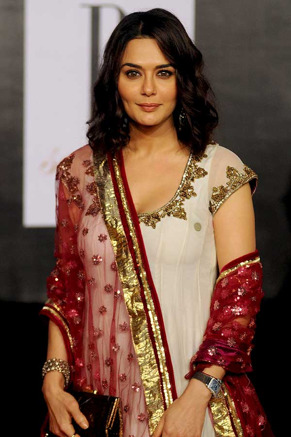 Priety Zinta Cute Pose Hot Looking Pictures