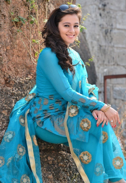 Priyal Gor Hot Pics In Salwaar Kameez