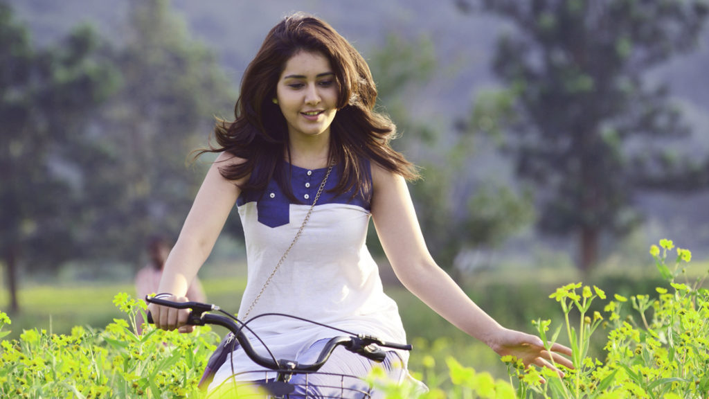 Raashi Khanna Charming Wallpapers