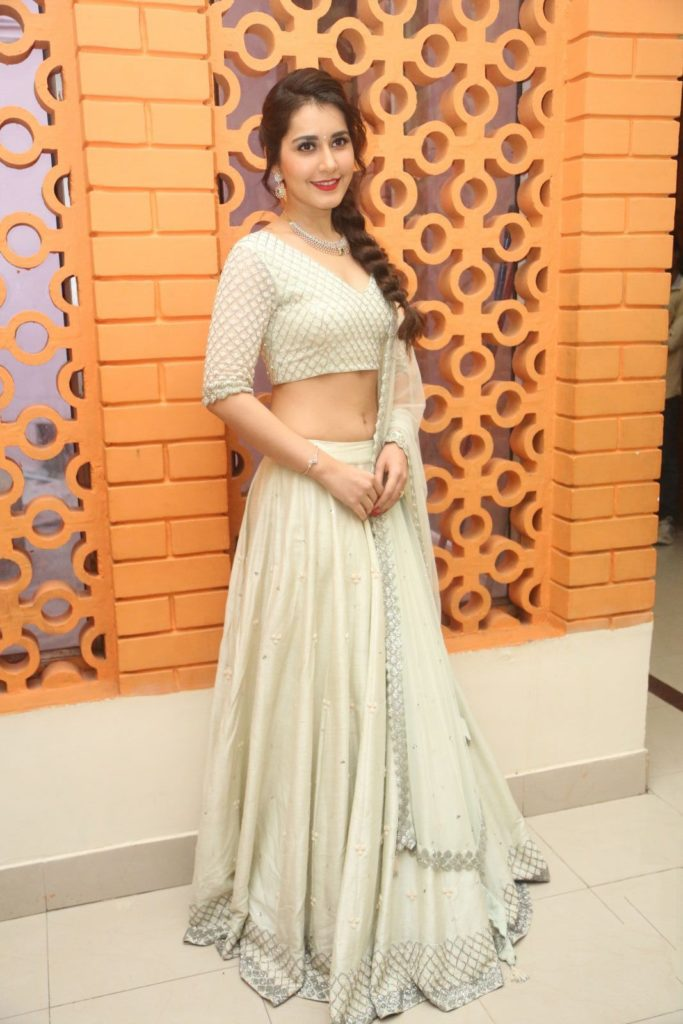 Raashi Khanna New Look Images