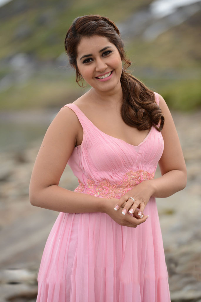 Raashi Khanna Sweet Smile Pictures