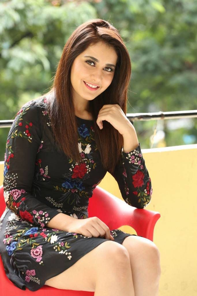 Raashi Khanna Upcoming Movie Look Images