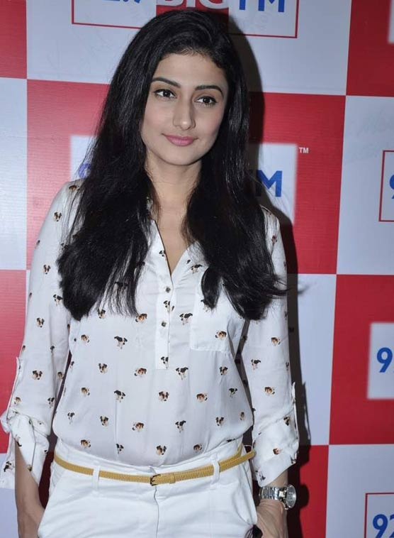 Ragini Khanna Hot In Jeans Photos