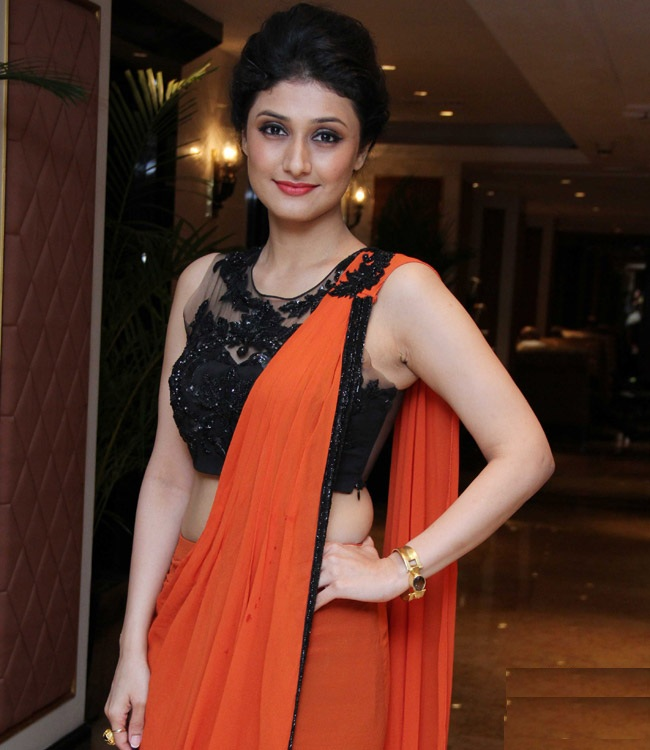 Ragini Khanna Hot Look In Saree Images