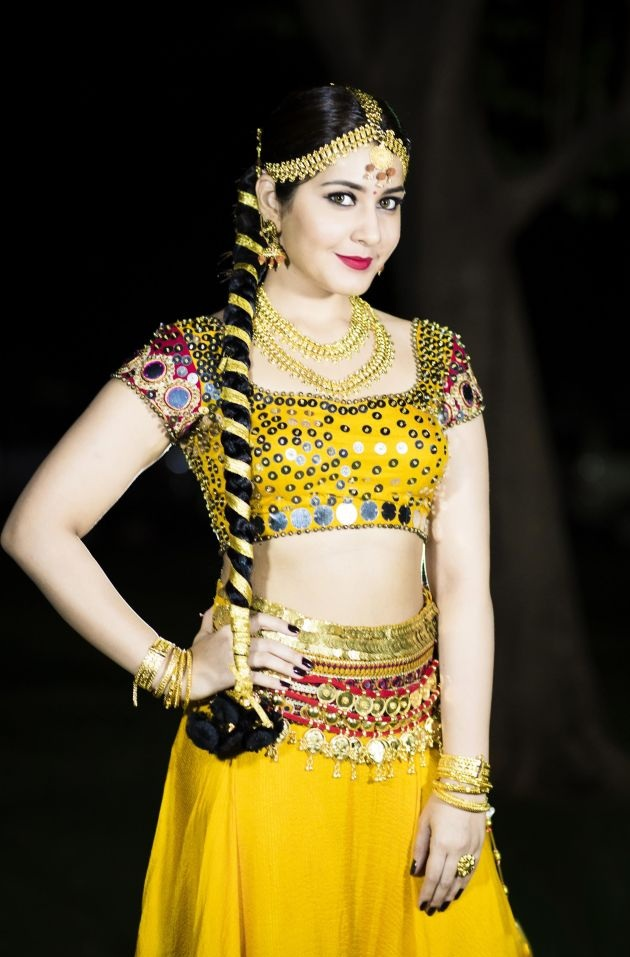 Rashi Khanna Spicy Navel Images