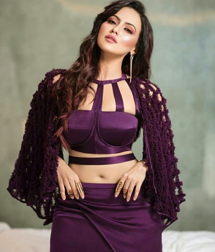 Sana Khan Cute Pics In Beautful Images