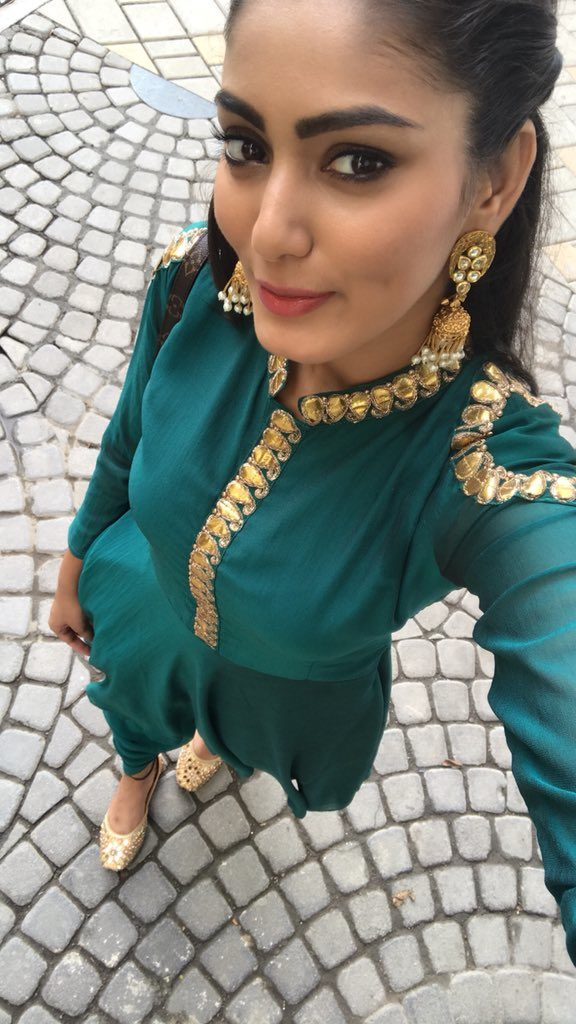 Sana Makbul HD Pictures