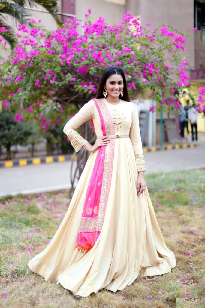 Sana Makbul Hot Pictures In Gown In Gardan