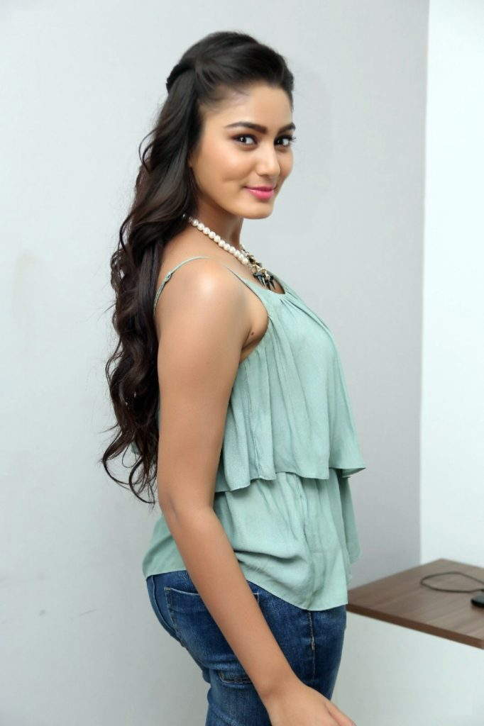 Sana Makbul Hot Pictures In Jeans Top