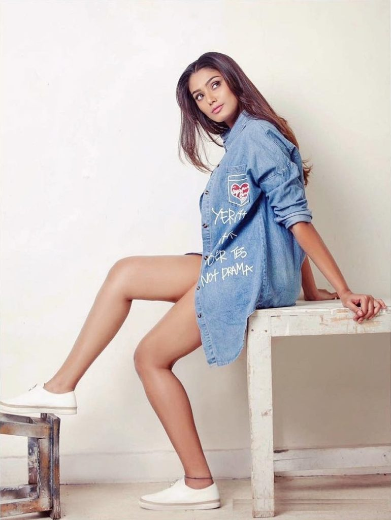Sana Makbul Hot & Sexy Thigh Images