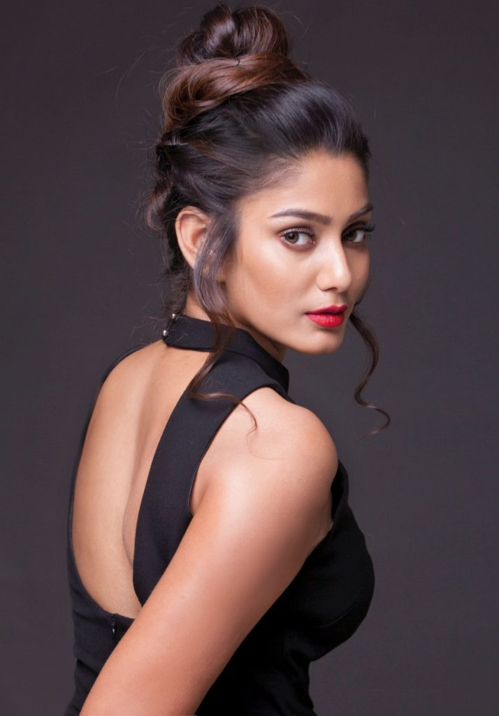 Sana Makbul Wallpapers In Backless Clothes