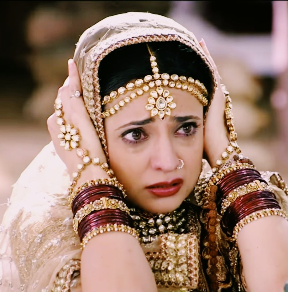 Sanaya Irani Cute Loveable Images