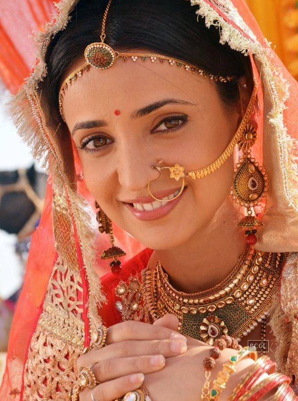 Sanaya Irani Sexy In Saree Pictures