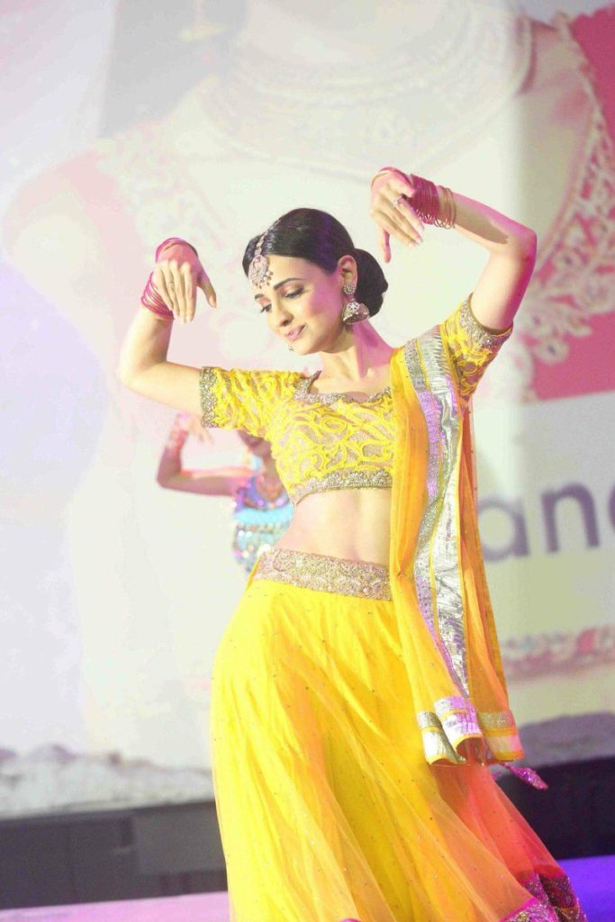 Sanaya Irani Spicy Navel Pics In Gagra Choli