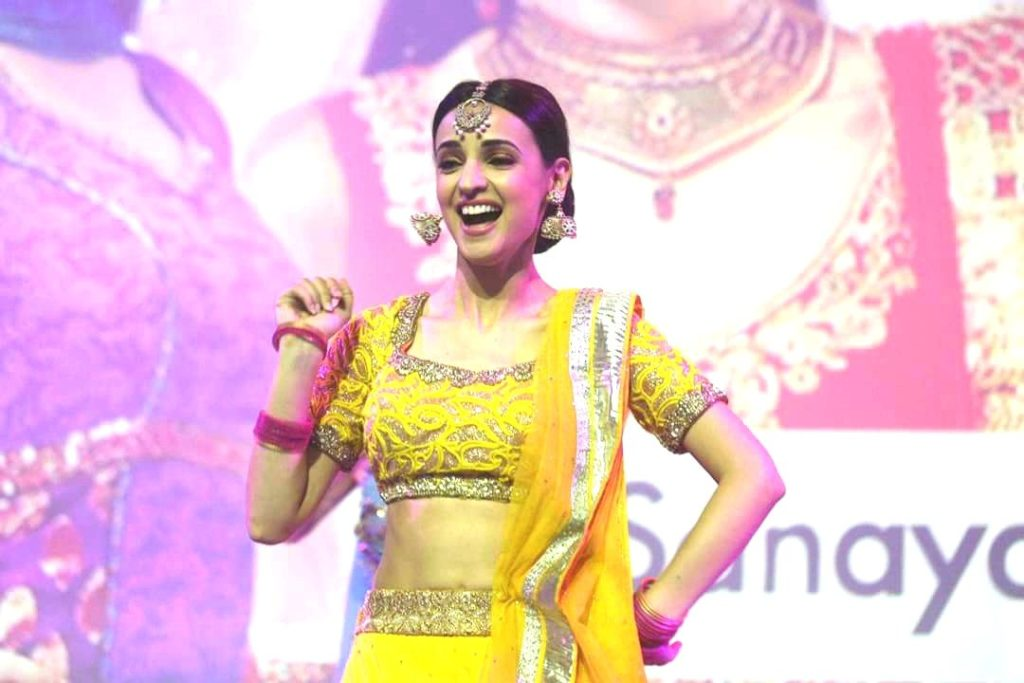 Sanaya Irani Spicy Navel Pictures
