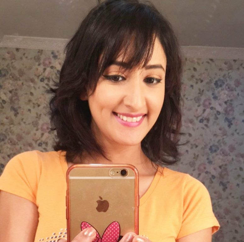 Shivya Pathania Cute Smilng Images