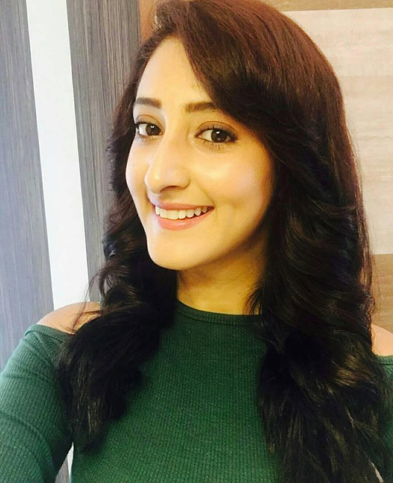 Shivya Pathania New HD Images