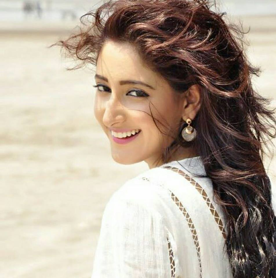 Shivya Pathania New Hair Style Pictures