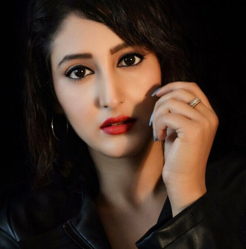 Shivya Pathania New Pictures