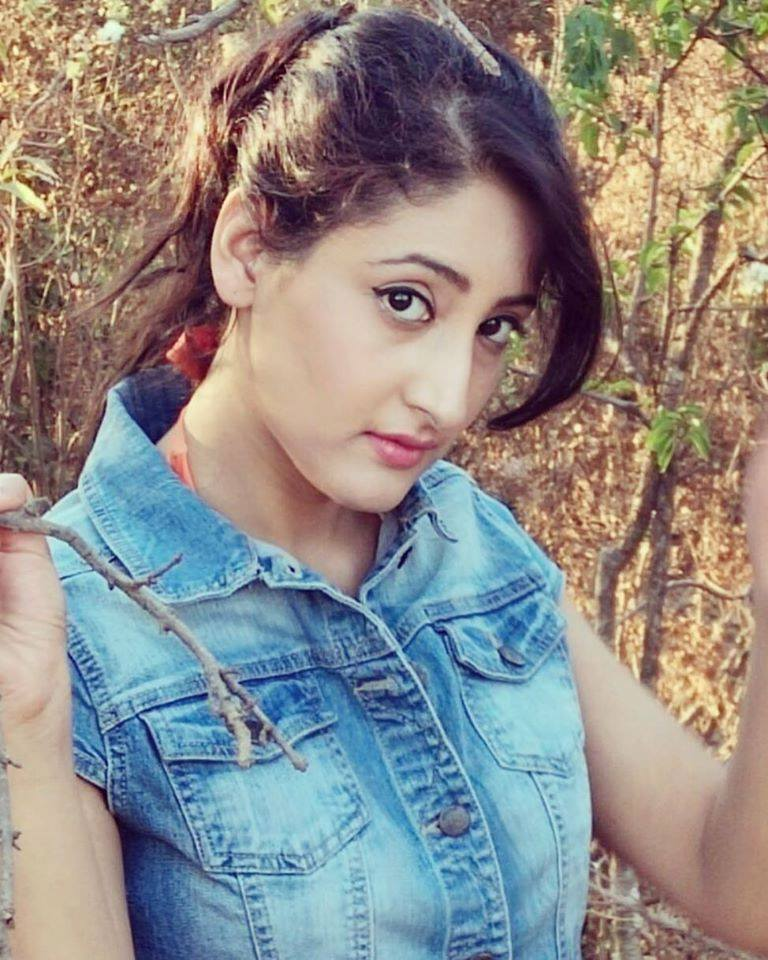 Shivya Pathania New Wallpapers Download