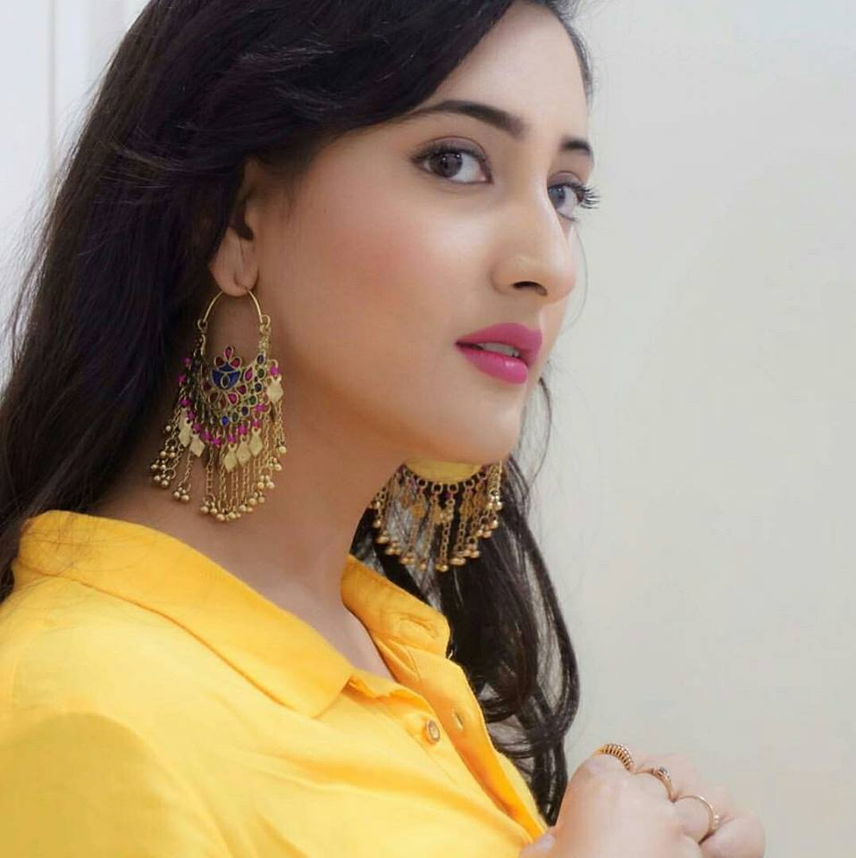Shivya Pathania New Wallpapers Gallery