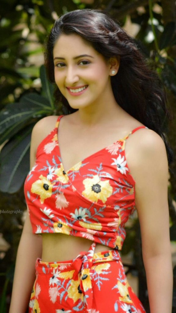 Shivya Pathania Spicy Navel In Short Clothes