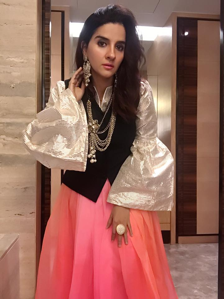 Shruti Seth Cute Images Gallery