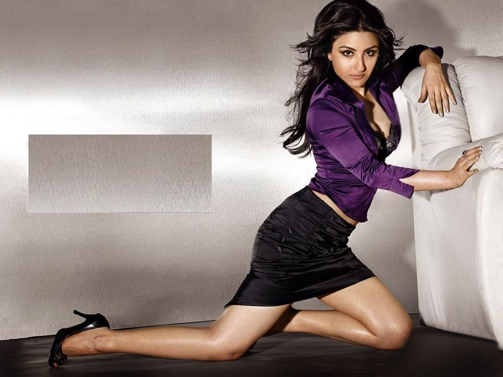 Soha Ali Khan Hot Look In Short Cloths
