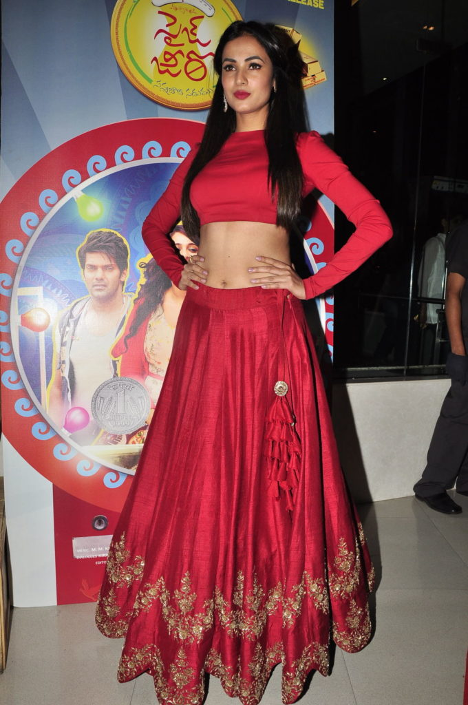 Sonal Chauhan Height Weight Age Biography & About Much More