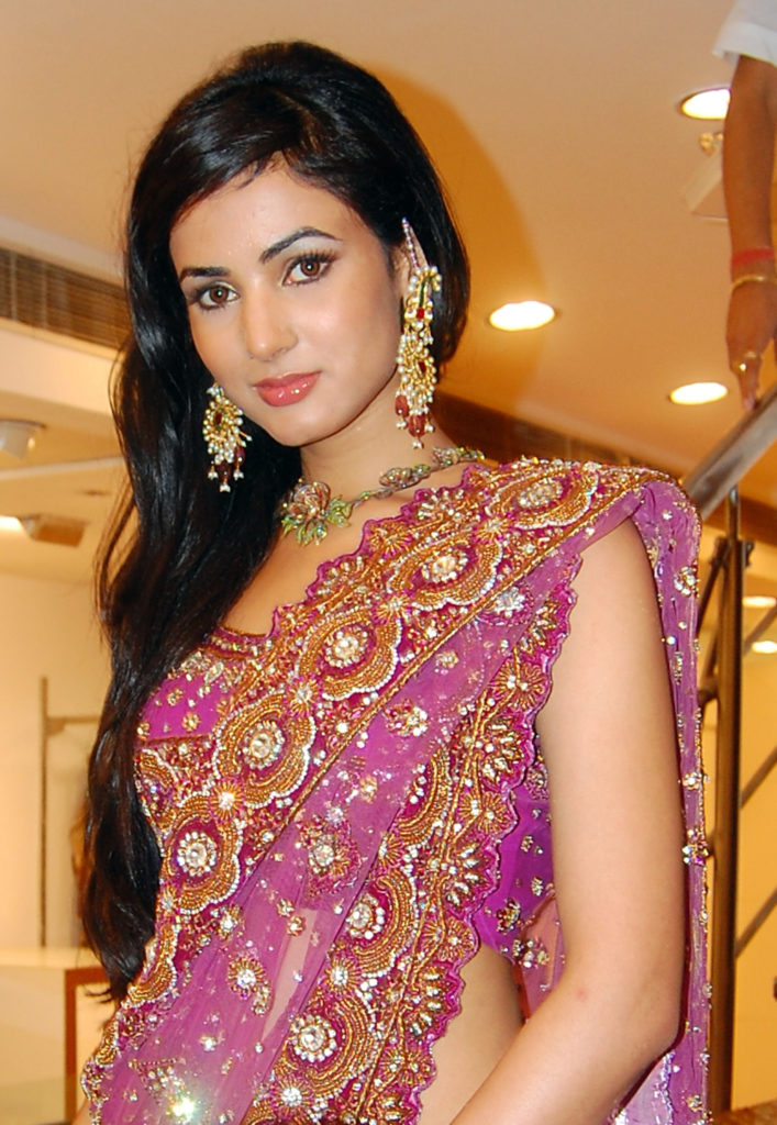 Sonal Chauhan Hot & Cutes Photos Images Pictures HD